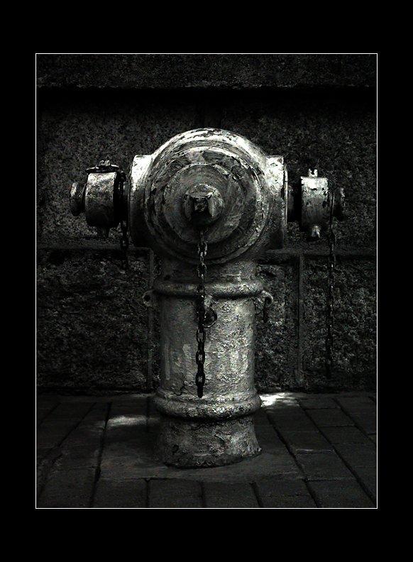 IMAGE: http://www.kleptography.com/dl/fm/darkstreet1.jpg