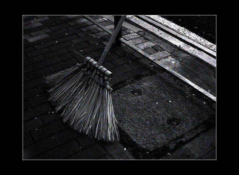 IMAGE: http://www.kleptography.com/dl/fm/darkstreet2.jpg